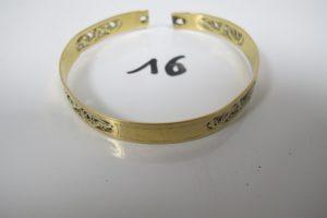 1 Bracelet en or rigide à motifs ajourés(dont 1 brisé)manque fermoir(D6cm). PB 20,2g