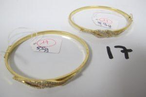 2 Bracelets en or ouvrants à motif de vagues pavées de pierres blanches(D 6cm)PB 11,4g