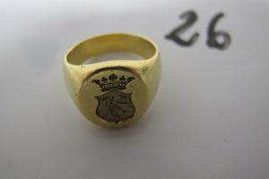 1 Chevalière en or à motif d'un blason (td58). PB 15,2g