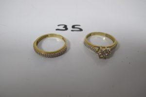 1 Demie alliance en or pavée de petites pierres blanches(TD57), 1 bague en or à motif floral orné de pierres blanches (TD57).PB 5,4g