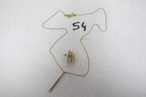 1 Collier en or maille gourmette fine etson pendentif à décor d'une pince à épiler rehaussée d'un petit diamant (L40cm),1 pendentif en or à décor d'une machine à coudre.PB 5,1g