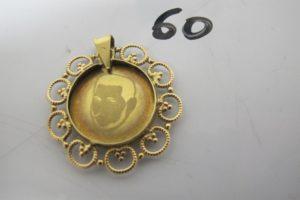 1 Pendentif ouvragé en or à décor d'une photo (cerclage usagé).PB 5,4g