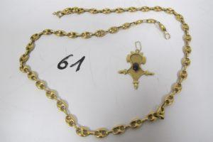 1 Collier en or maille grains de café (fermoir cassé)(L58cm),1 pendentif en orrehaussé d'une pierre marron.PB 24g