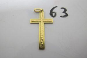 1 Croix en or cisélée.PB 1,5g