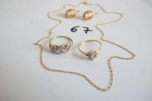 2 Dormeuses en or à décor de camée,1 chaine en or maille cheval(L40cm),2 bagues en or (1 décor de fleur avec pierres (td51),1 3 ors à décor de coeurs(td52)).PB 6,3g