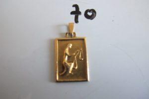 1 Médaille en or abimée du signe de la balance.PB 2,3g