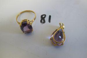 1 Bague en or rehaussée d'une grosse pierre violette(td59),1pendentif en or rehaussé d'une pierre violette.PB 7,4g