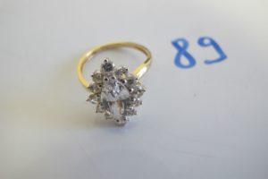 1 Marquise en or rehaussée d'une grosse pierre blanche et entourée de petites pierres blanches.(TD54).PB 3,7g