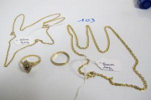 2 chaines en or maille forçat(L50/52 cm),1 marquise en or rehaussée d'1 pierre rouge entourée de petites pierres blanches(td54),1 alliance en or(td52). PB 19,7g