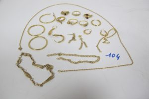 1 Lot casse tout or(6 bagues,11 boucles 1 chaine, 3 bris d'or).PB 33,7g