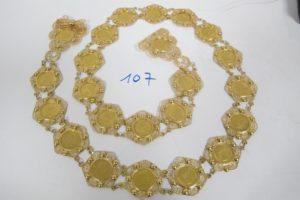 1 Ceinture en or motif filigrané ornée de 23 pièces de 10 frs en or(L101cm). PB 173,7g