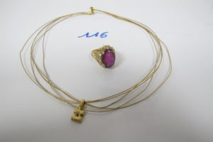 1 Collier en or 5 brins avec son pendentif rehaussé d'1 petit diamant (L39cm),1 bague en or ajourée rehaussée d'1 grosse pierre violette(td55). PB 14,2g