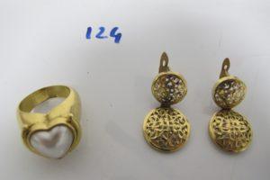 1 Bague en or en forme de coeur rehaussée d'1 perle blanche(td57),2 pendants en or ajourés.PB 18,9g