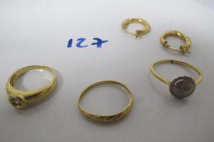 2 Créoles en or torsadées, 3 bagues en or(1 avec petit diamand(td52),1 or et platine à décor d'étoile ornée d'1 petitdiamant taille rose(td54),1 tréssée (td51)).PB 7,6g
