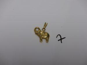 1 pendentif éléphant en or (L2cm). PB 2,3grs