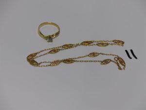 1 collier motifs filigranés en or (cassé) et 1 bague en or rehaussée d'1 pierre (Td51). PB 5,5grs