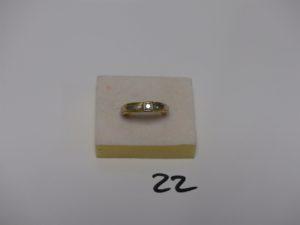 1 chevalière monture bicolore en or ornée d'1 petit diamant (Td54). PB 4,5grs