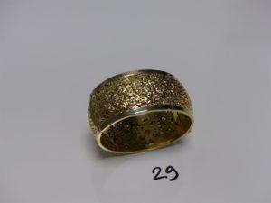 1 bracelet esclave en or, monture ajourée (soudure en alliage 14k, diamètre 6/6,5cm). PB 41,8g