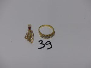 1 bague en or ornée de 5 petites pierres blanches (td54), 1 pendentif en or beliière en alliage 14K et orné de petites pierres blanches. PB 6,4g