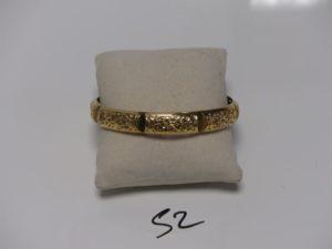 1 Bracelet rigide ajouré en or (diamètre 7cm). PB 14,4g
