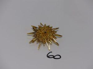 1 pendentif broche en or à décor d'un soleil. PB 12,5g