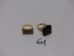 2 bagues en or (1 sertie d'une grosse pierre ambrée Td52 et 1 ornée d'une petite pierre Td53). PB 15,4g