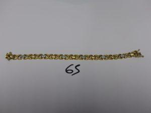 1 bracelet maille articulée en or à décor de motifs en croix et de petites pierres (L19cm). PB19g
