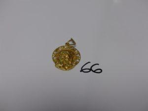 1 médaille en or à décor du Christ. PB 9,6g