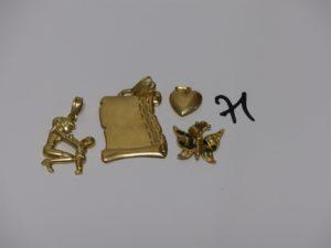 4 pendentifs en or (1 mère et son enfant, 1 parchemin, 1 coeur et 1 papillon émaille abimée). PB 9,9g