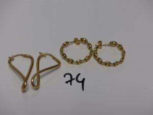 2 créoles en or à décor de grains de café et 2 créoles torsadée en or. PB 6g