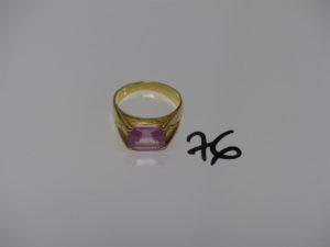 1 bague en or rehaussée d'une pierre rose (td66). PB 7,5g
