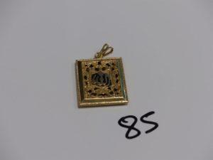 1 pendentif Coran en or (émail abimé, H 3cm). PB 6,1g