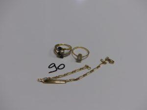 2 bagues en or (1 ornée de 3 petites pierres bleues et 2 rangs de petits diamants 1 chaton vide Td52 et 1 rehaussée d'une pierre Td53) et 1 bracelet gourmette en or (identité vierge, L16cm). PB 7,7g