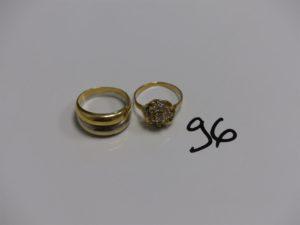 2 bagues en or (1 demi-jonc bicolore Td53 et 1 ornée de petites pierres blanches Td50). PB 6,3g