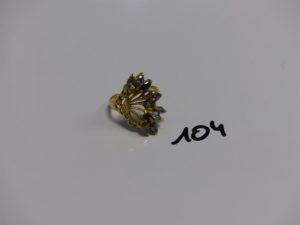 1 bague en or ornée de pierres de couleur (4 chatons vides et monture abimée Td59). PB 6,9g
