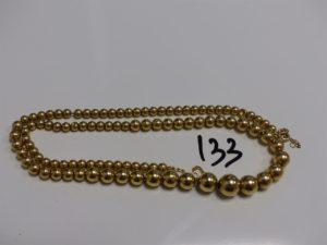 1 collier boules montées sur chaîne (4 boules cabossées, L46cm). Le tout en or PB 11,1g