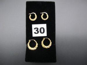 4 boucles créoles creuses ciselées en or (1 créole cabossée).PB 2,5g