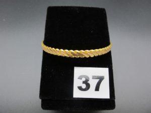 1 bracelet rigide tressé en or 22 K (diamètre 6,1cm). PB 17,8g