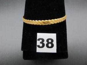 1 bracelet rigide tressé en or 22 K (diamètre 6,2cm). PB 20g