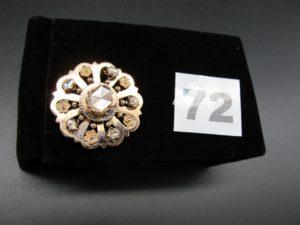 1 broche style ancien à decor floral ,serti de diamants ,doublés, taille rosedont un principal au centre PB 8,5g