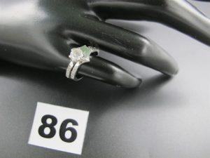 1 bagues 2 en 1 ( fiançaille/mariage , montures clipsables , qui s'unissent pour en former une seule, ornées de petites pierres blanches) . (TD 51) le tout en or.PB 4,1g