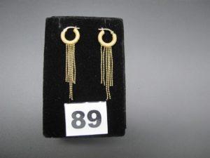 2 boucles créoles en or avec chainettes en guise de pampilles. PB 3g