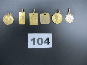 """6 médailles dont 1 """"Vierge Marie"""" gravéeforme ronde, 1 """"Christ"""" gravée forme rectangulaire, 1 """"Christ et l'enfant"""" forme rectangulaire, 1 d'amour en or gravée forme carrée, 1 """"Christ et l'enfant"""" forme ronde et 1 """"Vierge Marie"""" ciselée et gravée. Le tout en or.PB 13,8g"""