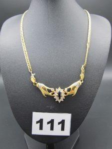 1 collier maille anglaise en or motif central à décor orné de pierre ,cassé à differents endroits (L39cm).PB:12,1g