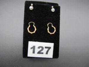 2 boucles en or et platine ornées de 2 petits diamants taille rose et 2 créoles. PB 3,5g