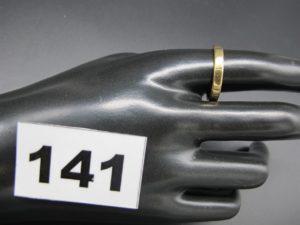 1 alliance striée gravée en or (TD 62). PB 4,5g