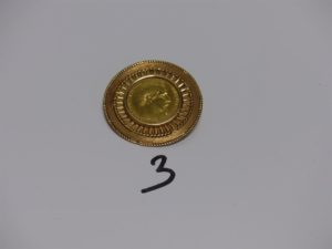 1 pendentif broche en or serti-griffes une pièce de 20frs NapIII 1858 (fermoir broche cassé). PB 14,4g