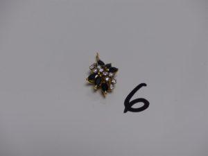 1 pendentif en or rehaussé de petites pierres bleues et petits diamants. PB 2,7g