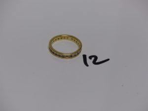 1 alliance en or ornée en tour complet de petites pierres (td51). PB 2,7g