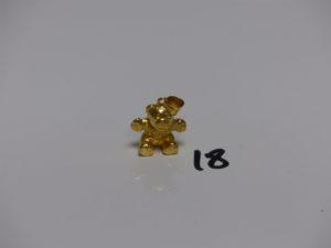 1 pendentif ourson en or. PB 2,6g
